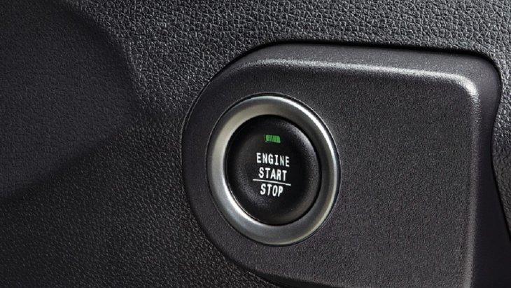 ปุ่ม START ENGING เพิ่มความสะดวกสบายในการ START และดับเครื่องยนต์ได้โดยไม่ต้องเสียบกุญแจ