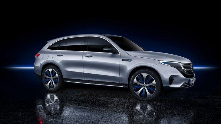 Mercedes-Benz GLC 250 d 4MATIC OFF-ROAD ปัจจุบันยังเริ่มต้นที่ 3,290,000 บาท แต่ถ้าเป็นระดับการตกแต่ง AMG Dynamic ก็ปาเข้าไป 3,450,000 บาท แล้วดังนั้น Mercedes-Benz EQC 400 4MATIC ซึ่งคาดว่าจะเป็นรุ่นที่นำมาจำหน่ายในไทยย่อมแพงระยับ