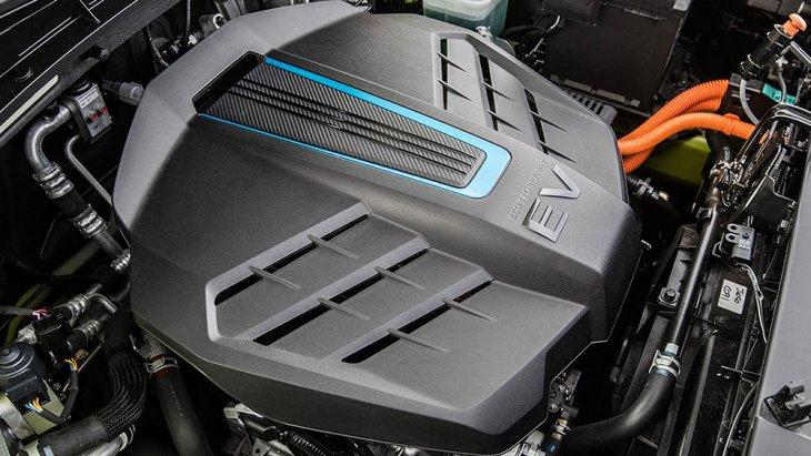 All-new Kia Soul 2020 ยังคงมีเวอร์ชั่น EV หรือแบบไฟฟ้าล้วนให้เลือกด้วย ให้กำลังสูงสุดประมาณ 201 แรงม้า และแรงบิดสูงสุด 395 นิวตันเมตร พร้อมกับแบตเตอรี่ขนาดความจุ 64 kWh รองรับ Rapid Charge ด้วยไฟกระแสตรง