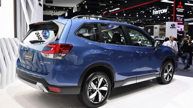 Subaru Forester 2019 ได้รับการติดตั้งฝาท้ายเปิด-ปิดได้ด้วยระบบไฟฟ้าพร้อมไฟท้ายรูปทรงแปลกตาลักษณะคล้ายคลึงกับก้ามปูเป็นแนวยาวไปจรดกับฝาปิดท้าย ติดตั้งดิฟฟิวเซอร์สีเงินและสปอยเลอร์หลังทรงสปอร์ต