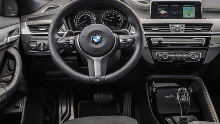 BMW X2 sDrive20i M Sport X 2019 เพิ่มความสปอร์ตเร้าใจด้วยพวงมาลัยมัลติฟังก์ชั่นหุ้มหนัง แบบ M Sport ติดตั้งปุ่มควบคุมเครื่องเสียงบนพวงมาลัยพร้อมปุ่ม LIM จำกัดความเร็วของรถ