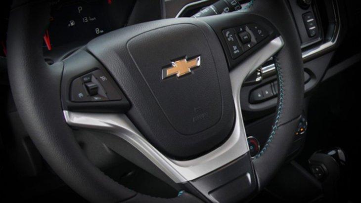 Chevrolet Spin 2019 ได้รับการติดตั้งพวงมาลัยมัลติฟังก์ชั่นแบบ 3 ก้านพร้อมปุ่มควบคุมเครื่องเสียงที่พวงมาลัย