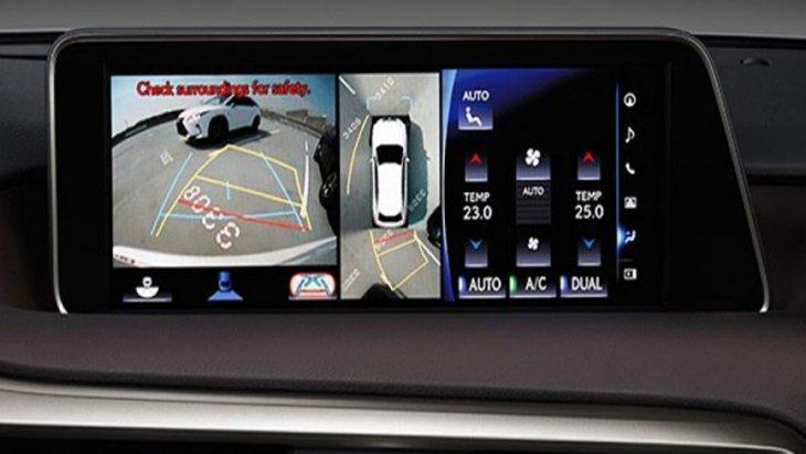 เพิ่มความมั่นใจมากยิ่งขึ้นในทุกครั้งที่ต้องนำรถเข้าจอดด้วยระบบช่วยจอด Parking Assist ที่ช่วยให้ผู้ขับขี่มองเห็นสิ่งกีดขวางได้รอบตัวรถพร้อมเส้นกะระยะ