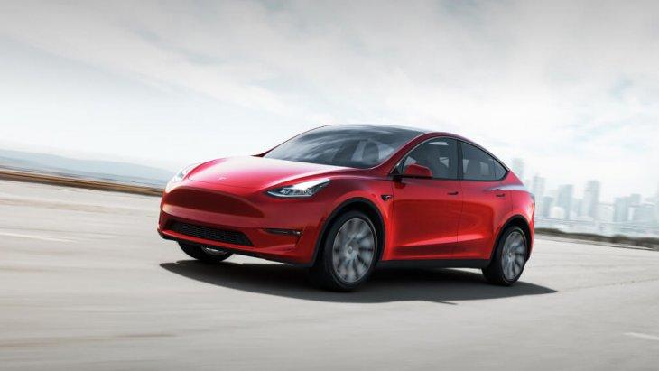 All-new Tesla Model Y Performance ตัวท็อป ระยะทางวิ่งจะเท่ากับรุ่น Long Range ขับเคลื่อน 4 ล้อ แต่ไวกว่า จากจุดหยุดนิ่งถึง 100 กม./ชม. ทำเวลาได้ 3.7 วินาที โดยประมาณ ความเร็วปลายสุงสุดหยุดอยู่ที่ 241 กม./ชม.