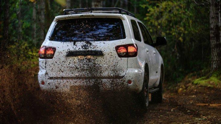แม้อายุตลาดของ Toyota Sequoia โฉมนี้จะล่วงเลยมากว่า 10 ปี แล้ว สมชื่อ Sequoia (ซีคัวญา) หรือยักษ์พันปี