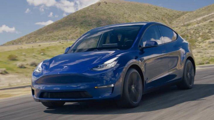 All-new Tesla Model Y 2020 ถูกพัฒนาบนแฟลตฟอร์มสเกตบอร์ดชิ้นเดียวกับ Tesla Model 3 ส่วนดีไซน์ไม่มีอะไรแปลกใหม่ ภาษาการออกแบบคงเดิม