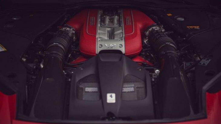 เครื่องยนต์ของ Ferrari 812 superfast ให้ขุมพลัง V12 ผลิตกำลังได้สูงสุดถึง 800 แรงม้าที่ 8500 รอบต่อนาที