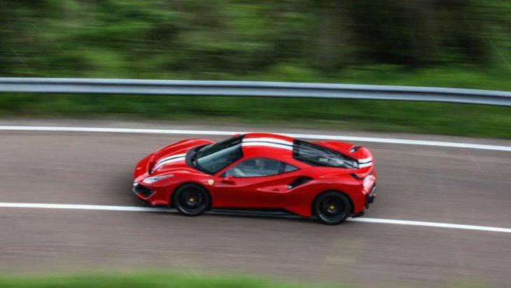 ทั้งยังใช้เครื่องยนต์ V8 ขนาด 3.9 ลิตร เทอร์โบ ก็มีกำลังเพิ่มขึ้น 50 แรงม้า