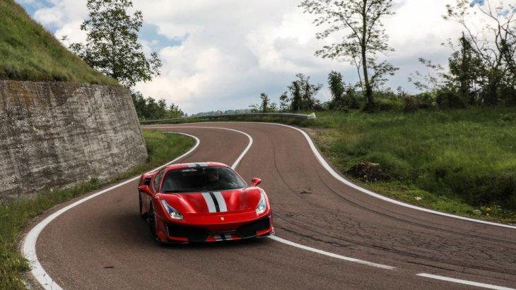 488 Pista จึงเปรียบเสมือน Ferrari 488 GTB เวอร์ชั่นรถแข่งที่กระโดดออกมาเริงร่าบนถนนได้