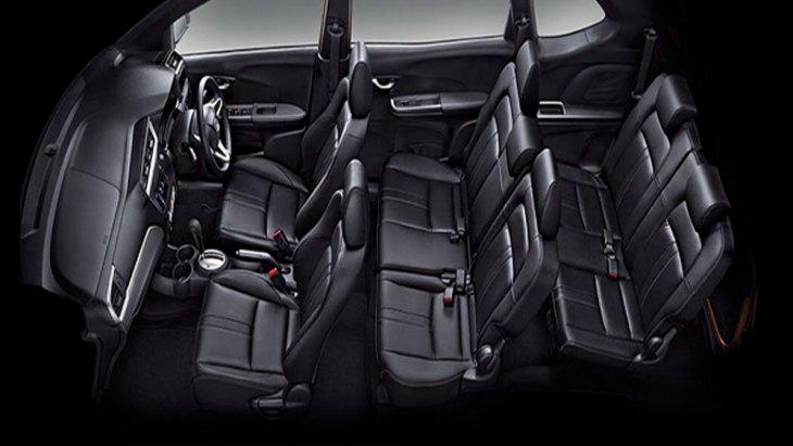 Honda BR-V 2019 เติมเต็มทุกความผ่อนคลายด้วยเบาะนั่งหุ้มด้วยหนังแท้และวัสดุหนังสังเคราะห์ โดยเบาะนั่งแถวที่ 2 สามารถพับตลบจังหวะเดียว One Motion ส่วนเบาะนั่งแถวที่ 3 พับตลบไปด้านหน้าได้ 2 จังหวะ พับแยกแบบ 50:50 และ พนักพิงปรับเอนได้ 2 ระดับ