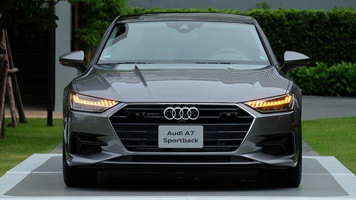 กระจกหน้าต่างแบบไร้กรอบ (frameless) เอกลักษณ์ของรถยนต์สปอร์ตคูเป้พร้อมไฟหน้าแบบ HD Matrix LED
