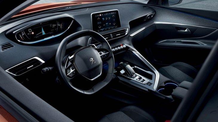 ภายในห้องโดยสารของ Peugeot 3008 (2019) ได้รับการออกแบบและตกแต่งด้วยความหรูหราผสมผสานกับความเป็นสปอร์ตได้อย่างลงตัวโดยเน้นการตกแต่งด้วยโทนสีดำ เพิ่มความหรูหราให้กับห้องโดยสารด้วยการตกแต่งบริเวณคอนโซนหน้าและบริเวณประตูด้วยกำมะหยี่