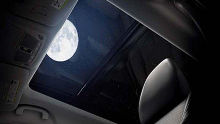 Nissan X-Trail ให้ความสุขทุกทริปการเดินทางด้วยหลังคาซันรูฟแบบพาโนรามิค พร้อมระบบเปิด-ปิด แบบ One-Touch (Panoramic Sunroof)