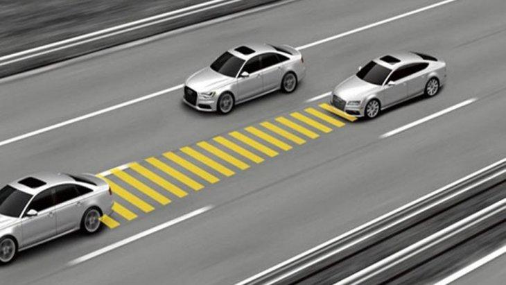Toyota Camry 2019 มอบความปลอดภัยให้แก่ผู้ขับขี่ในทุกเส้นทางผ่านระบบแจ้งเตือนก่อนการชนด้านหน้า กล้องมองภาพด้านหลังขณะถอยจอดพร้อมแนะนำเส้นทางการถอย และระบบช่วยเตือนมุมอับสายตาที่กระจกมองข้างแบบ BSM