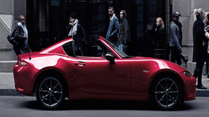 Mazda MX-5 RF 2019 ได้รับการติดตั้งหลังคาเปิดประทุนแบบหลังคาแข็งพร้อมระบบเปิด-ปิดด้วยไฟฟ้าภายใน 13 วินาที ในระดับความเร็วที่ไม่เกิน 10 กม./ชม. โดยที่ผู้ขับขี่เพียงสัมผัสไปที่ปุ่มควบคุมหลังคาเท่านั้น
