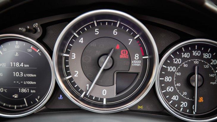 Mazda MX-5 RF 2019 เพิ่มความสะดวกให้แก่ผู้ขับขี่ผ่านหน้าจอแดชบอร์ดขนาดใหญ่สามารถแสดงผลการปรับตั้งค่าต่างๆได้อย่างชัดเจน