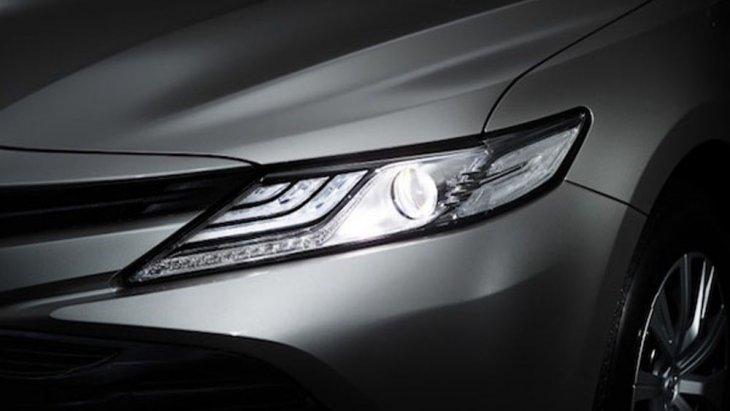 Toyota Camry 2019 เพิ่มความโดดเด่นในทุกทริปการเดินทางผ่านไฟหน้า LED แบบ HV พร้อมไฟส่องสว่างกลางวันแบบ Daytime Running Lights และ ไฟตัดหมอกด้านหน้าแบบ LED