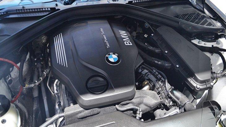 BMW 3 Series ติดตั้งเครื่องยนต์ดีเซลเทอร์โบ BMW TwinPower Turbo รหัส B47D20A ขนาด 2.0 ลิตร ให้กำลังสูงสุด 190 แรงม้าที่ 4,000 รอบ/นาที แรงบิด 400 นิวตันเมตรที่ 1,750-2,500 รอบ/นาที จับคู่ด้วยระบบเกียร์อัตโนมัติ 8 สปีด พร้อม Steptronic
