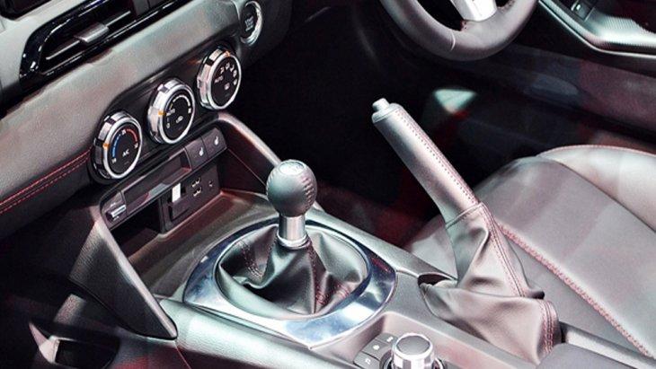 Mazda MX-5 RF 2019 มาพร้อมกับทางเลือกรุ่นย่อยที่มีการติดตั้งระบบส่งกำลังให้ทั้งแบบอัตโนมัติ 6 สปีด และ ระบบเกียร์ธรรมดาแบบ 6 สปีด