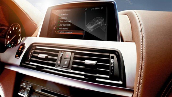 BMW 3 Series มอบความบันเทิงผ่านหน้าจอระบบสัมผัสที่มาพร้อมกับฟังก์ชั่น BMW ConnectedDrive ให้ผู้โดยสารสามารถเชื่อมต่อกับโลกภายนอกได้อย่างไร้ขีดจำกัด