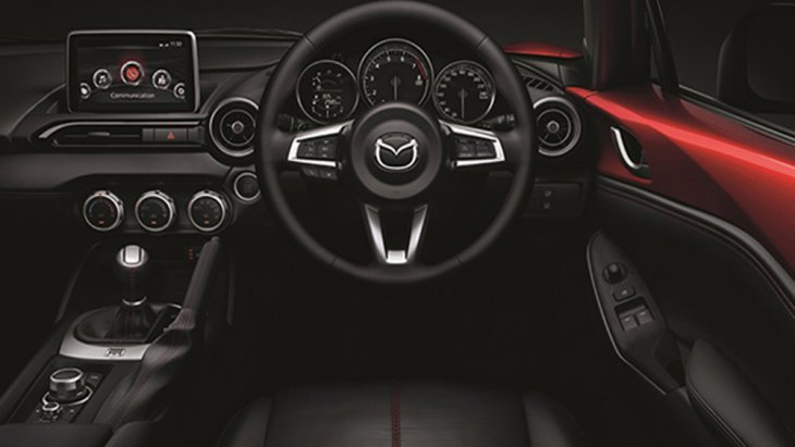 Mazda MX-5 RF 2019 ได้รับการติดตั้งพวงมาลัยมัลติฟังก์ชั่นแบบ 3 ก้าน พร้อมแป้นเปลี่ยนเกียร์ที่พวงมาลัยแบบ Paddle Shift