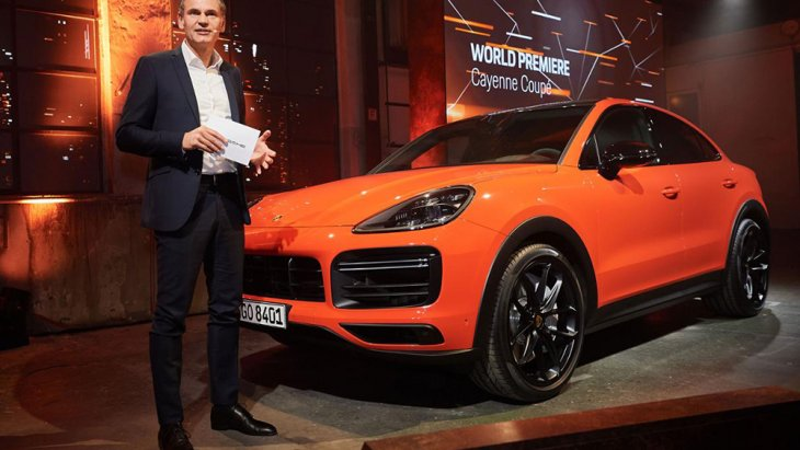 ปั้นออกมาจนเป็น Porsche Cayenne สำเร็จในสุด แม้โฉมแรกจะโดนกล่าวหาว่าไม่สวยงามและขบถต่อคุณค่าของแบรนด์ แต่สุดท้าย หลังจาก Porsche Cayenne ก็หักปากกาเซียนไปหลายด้าม ด้วยยอดขายที่เรียกได้ว่าประสบความสำเร็จอย่างคาดไม่ถึง