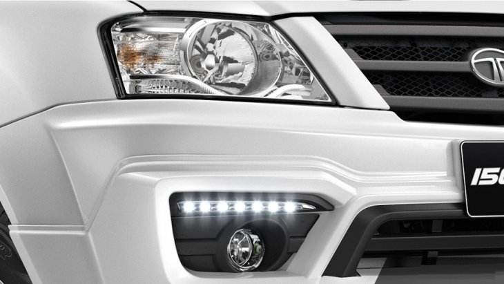 ไฟหน้าดีไซน์สปอร์ต มาพร้อมกับไฟ daylight  และไฟตัดหมอก ที่เพิ่มความสวยโดดเด่นให้กับด้านหน้าของ TATA Xenon Double Cab 150 NX-Treme