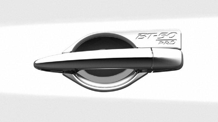 ชุดแต่ง Mazda BT-50 PRO กรอบรองที่จับประตูโครเมี่ยม (ฟรีสไตล์แค็บ) หมายเลขอะไหล่ : UC2R T4 670 ราคา  900 บาท (ไม่รวม VAT)