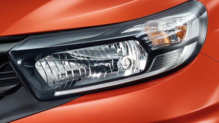 Honda Mobilio ติดตั้งไฟหน้าแบบมัลติรีเฟลกเตอร์ ประสานการทำงานร่วมกับไฟหรี่แบบ LED และ ไฟตัดหมอกคู่หน้ารวมถึงช่องดักลมขนาดใหญ่แบบสปอร์ตให้ความรู้สึกโฉบเฉี่ยวเร้าใจได้เป็นอย่างดี