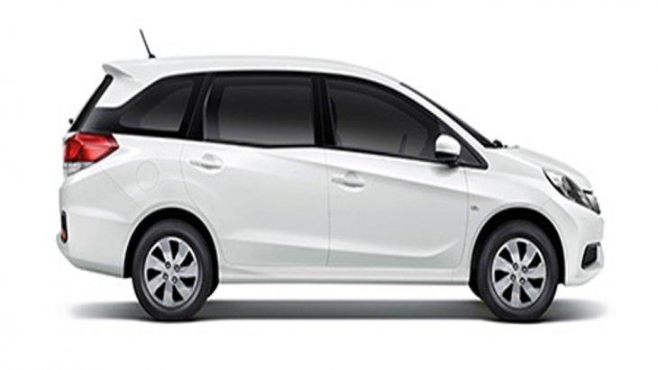 Honda Mobilio ติดตั้งกระจกมองข้างพร้อมไฟเลี้ยวในตัวสามารถปรับพับได้ด้วยไฟฟ้าผสานกับการติดตั้งสเกิร์ตข้าง รวมถึงระบบปัดน้ำฝนด้านหน้า-ด้านหลัง