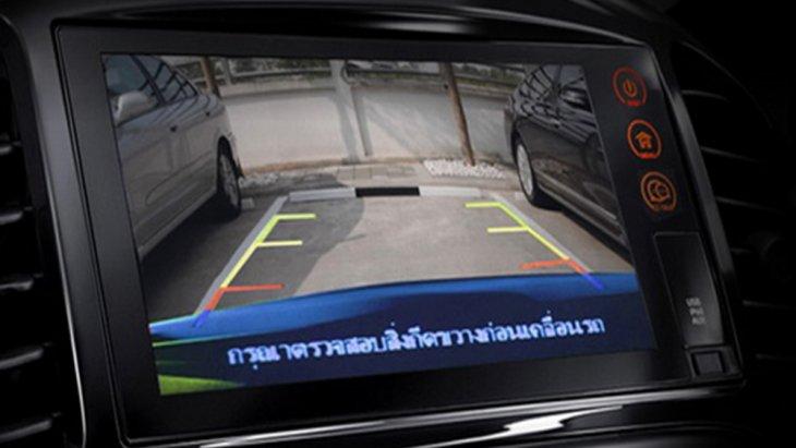 Nissan Juke เพิ่มความปลอดภัยขณะขับขี่ด้วยเซ็นเซอร์กะระยะถอยหลังช่วยให้ผู้ขับขี่สามารถรับรู้ได้ถึงสิ่งกีดขวางในขณะที่ทำการถอย และ กล้องมองภาพด้านหลัง