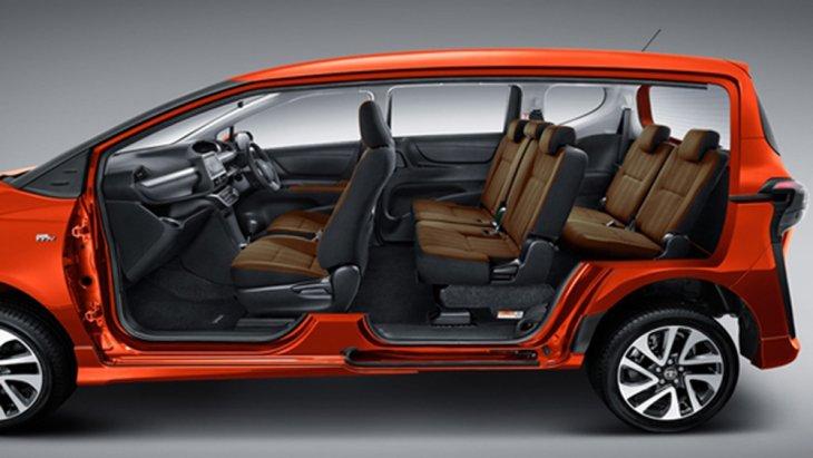 Toyota Sienta ติดตั้งเบาะนั่งภายในจำนวน 3 แถว 7 ที่นั่ง เบาะนั่งคนขับปรับได้ 6 ทิศทาง เบาะนั่งผู้โดยสารด้านหน้าปรับได้ 4 ทิศทาง เบาะนั่งแถวที่ 2 แยกพับ 50:50 แบบ 1-Touch Tumble ส่วนเบาะนั่งแถวที่ 3 แยกพับ 50:50 แบบ Dive-in