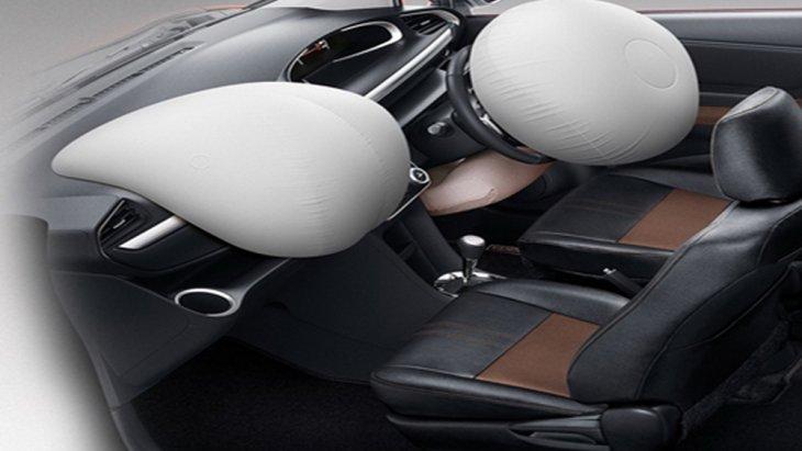 Toyota Sienta ได้รับการติดตั้งระบบความปลอดภัยมาอย่างครบครันทั้งจากโครงสร้างตัวถังนิรภัยแบบ GOA ที่สามารถปกป้องห้องโดยสารได้จากแรงกระแทกรอบทิศทาง ระบบถุงลมนิรภัยแบบ SRS ช่วยปกป้องผู้ขับขี่ ผู้โดยสารด้านหน้า และ หัวเข่าผู้ขับขี่