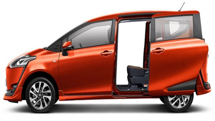 Toyota Sienta เพิ่มความสะดวกสบายให้แก่ผู้ขับขี่ด้วยประตูห้องโดยสารทั้ง 2 ด้าน สไลด์เปิด-ปิดได้ด้วยระบบไฟฟ้าพร้อมเซ็นเซอร์ตรวจจับการเคลื่อนไหวขณะเปิด-ปิดประตู รวมถึงระบบเปิดประตูอัจฉริยะ
