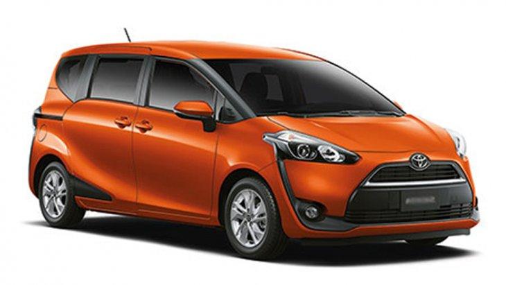 Toyota Sienta Mini MPV ที่มาพร้อมกับรุ่นย่อยที่มีให้เลือกถึง 2 รุ่นด้วยกัน ได้แก่ รุ่น 1.5 V และ 1.5 G มีจุดเด่นอยู่ที่การออกแบบภายนอกที่มุ่งเน้นให้ความรู้สึกนุ่มนวลสบายตา เสริมด้วยการออกแบบภายในที่มีความพิถีพิถันเป็นอย่างมาก
