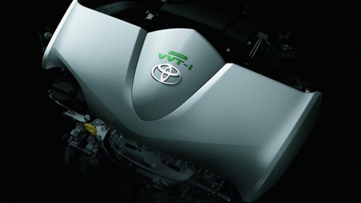 Toyota Sienta มาพร้อมกับขุมพลังเครื่องยนต์เบนซินรหัส 2NR-FE 4 สูบ ขนาด 1.5 ลิตร DOHC 16 วาล์ว DUAL VVT-I ให้กำลังสูงสุด 108 แรงม้า ที่ 6,000 รอบ/นาที แรงบิดสูงสุด 140 นิวตัน-เมตร ที่ 4,200 รอบ/นาที จับคู่กับเกียร์อัตโนมัติ CVT 7 สปีด