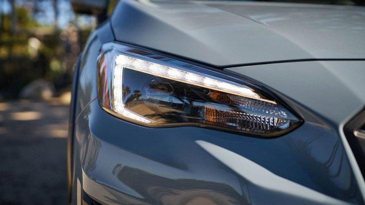 ไฟหน้าแบบ LED มาพร้อมกับรูปทรงที่สวย โฉบเฉี่ยว เข้ากับตัวรถได้อย่างลงตัว