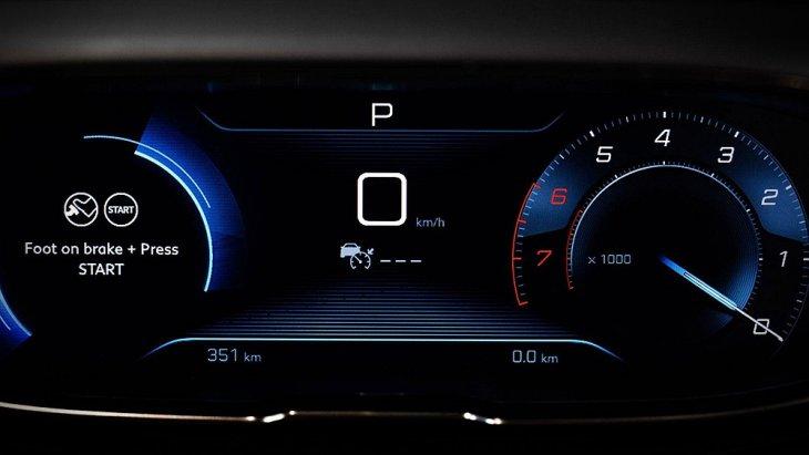ทางด้านขุมพลัง Peugeot 3008 ที่จะนำมาขายในไทยติดตั้งเครื่องยนต์เบนซิน 1.6 ลิตร เทอร์โบ (ได้รางวัล International engine of the year เครื่องยนต์ยอดเยี่ยม 2017-2018 กลุ่ม 1,000-1,400 ซี.ซี.) ให้กำลังสูงสุด 167 แรงม้า