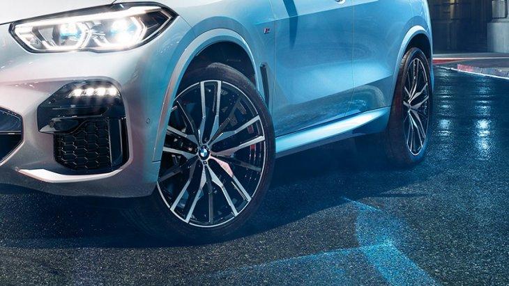 4.ใส่ความเป็นสปอร์ตให้กับ The All-new BMW X5 (2019) ด้วยล้ออัลลอยน้ำหนักเบาขนาด 22 นิ้ว