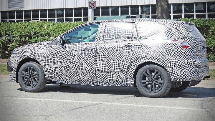 ภาพ Spyshot ที่คาดว่ากันว่านี่คือ Ford Mustang SUV ที่ออกมาก่อนหน้านี้ซักระยะ