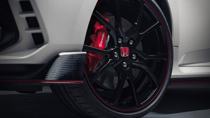 Honda ในฐานะผู้ร่วมสนับสนุน เพราะ Honda Civic Type R (FK8) ก็มีจำหน่ายในออสเตรเลีย ราคาอยู่ที่ 57,696 ดอลลาร์ หรือราว 1.3 ล้านบาท