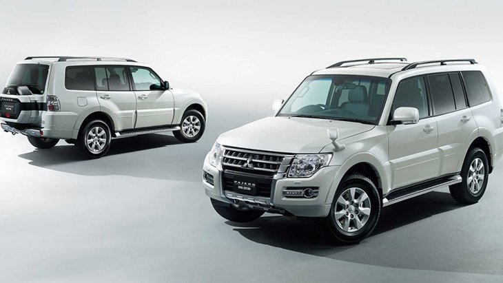 Mitsubishi Pajero Final Edition รุ่นพิเศษ นี้ผลิตขึ้นภายใต้โครงสร้างพื้นฐานจากรุ่น Exceed พร้อมราวหลังคาสีดำสไตล์สปอร์ต และหลังคา Sunroof มีสีให้เลือกทั้งหมด 4 สี ด้วยกันได้แก่ สีขาว (Warm White Pearl), สีดำ (Black Mica), สีเงิน (Sterling Silver)