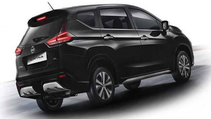 Nissan Livina ติดตั้งไฟท้ายแบบ LED รูปทรงตัว L ตกแต่งด้วยลวดลายกราฟิก ฝากระโปรงท้ายติดตั้งสัญลักษณ์ Nissan เพิ่มความสะดุดตาด้วยสปอยเลอร์หลังทรงสปอร์ตพร้อมไฟเบรกดวงที่ 3 แบบ LED