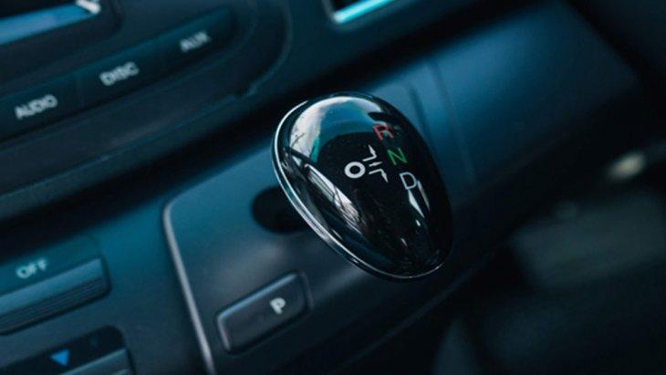 BYD E6 ส่งกำลังด้วยระบบเกียร์ไฟฟ้าแบบ 1 สปีด พร้อมโหมดการขับขี่ที่มีให้เลือกใช้งานถึง 2 รูปแบบ ได้แก่ Eco Mode สำหรับการขับขี่ในแบบประหยัดพลังงาน และ Sport Mode ที่เหมาะแก่การขับขี่โดยใช้ความเร็วสูง