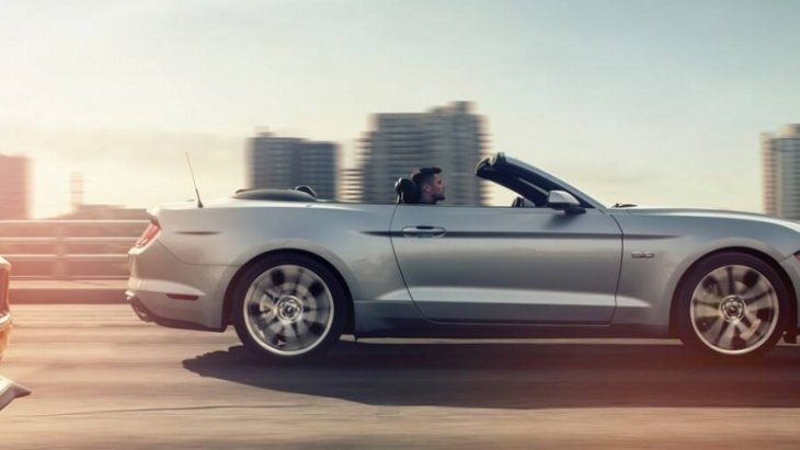 Ford Mustang BULLITT 2019 แรง เร็ว  สมกับพลังม้าป่า ถูกใจสาวกรถสปอร์ตด้วยเครื่องยนต์ Ecoboost ขนาด 2.3 ลิตร ที่ให้กำลังสูงสุดถึง 310 แรงม้า และแรงบิด 350 ปอนด์ต่อฟุต