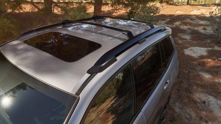 ตอกย้ำความเป็นรถ SUV สปอร์ตออฟโรดด้วยราวหลังคาที่สามารถใช้กับ Crossbars ได้ และยังสามารถรองรับน้ำหนักได้มากถึง 165 ปอนด์