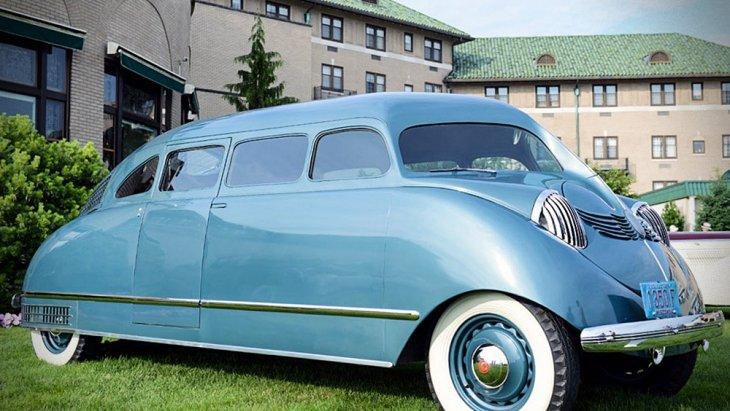 Stout Scarab คือรถ MPV รุ่นแรกของโลกที่ถูกผลิตจำหน่าย โดยผู้ผลิตรถยนต์อเมริกัน Stout Motor Car Company ทางฝั่งดีทรอยต์ ซึ่งโปรเจกต์ Stout Scarab เกิดขึ้นตั้งแต่ยุคก่อนสงครามโลกครั้งที่ 2 แม้ก่อนหน้าในปี 1933 จะมี Dymaxion car
