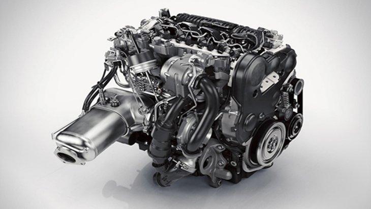 Volvo XC90 T8 Inscription ติดตั้งเครื่องยนต์เบนซิน 4 สูบ Drive-E พร้อมซุปเปอร์ชาร์จและเทอร์โบชาร์จ  ขนาด 2.0 ลิตร จับคู่กับมอเตอร์ไฟฟ้า ขนาด 87 แรงม้า และ แบตเตอรี่ไฟฟ้าลิเธียม-ไอออน ขนาด 10.4 กิโลวัตต์/ชั่วโมง ให้กำลังรวมสูงสุด 407 แรงม้า ส่งกำลังด้