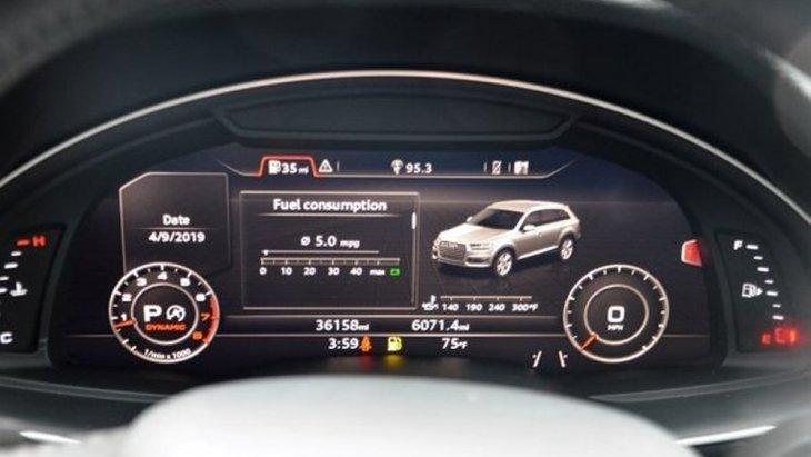 Audi Q7 ติดตั้งหน้าจอแสดงผลการขับขี่แบบ MID ที่สามารถแสดงข้อมูลการตั้งค่าของระบบต่างๆภายในรถได้อย่างเด่นชัดพร้อมประตูท้ายเปิด-ปิดได้ด้วยระบบไฟฟ้าผ่านระบบตรวจจับเท้า