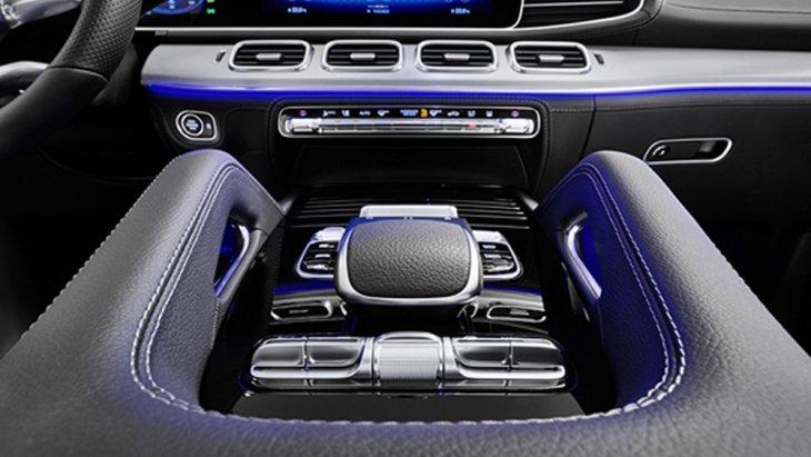 Mercedes-Benz GLE 2019 เพิ่มฟีเจอร์ความปลอดภัยผ่านนวัตกรรมระบบ Active Stop-and-Go Assist ที่ช่วยออกตัวและหยุดรถให้เหมาะสมกับสภาพจราจรรวมถึงการติดตั้งระบบช่วยเบรกอัตโนมัติ Active Brake Assist มาให้ในรถรุ่นนี้อีกด้วย